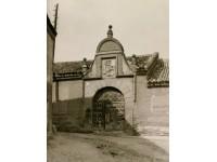 Portada de un antiguo convento
