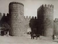 La Muralla, puerta del puente o de San Segundo