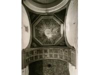 La iglesia, cúpula y artesonado con talla policromada