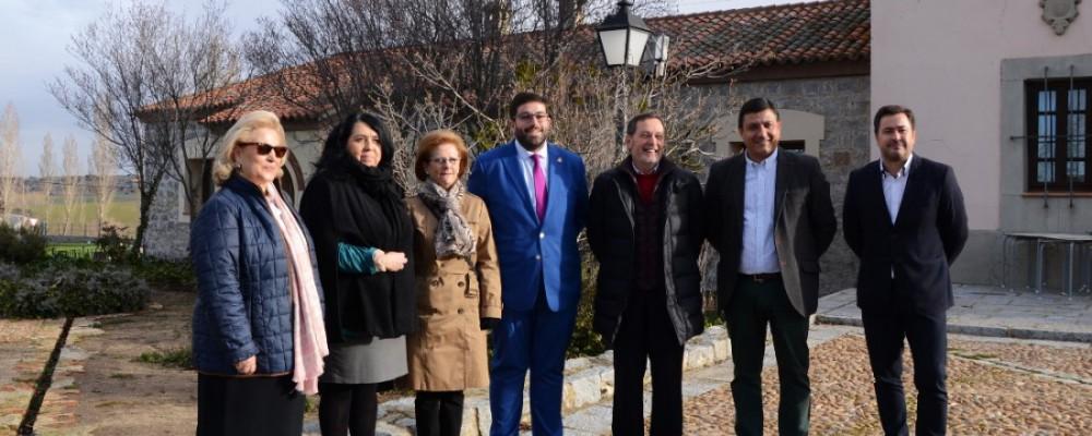 La Diputación de Ávila entrega las llaves de una vivienda en el complejo Naturávila para su uso por pacientes oncológicos y sus familiares