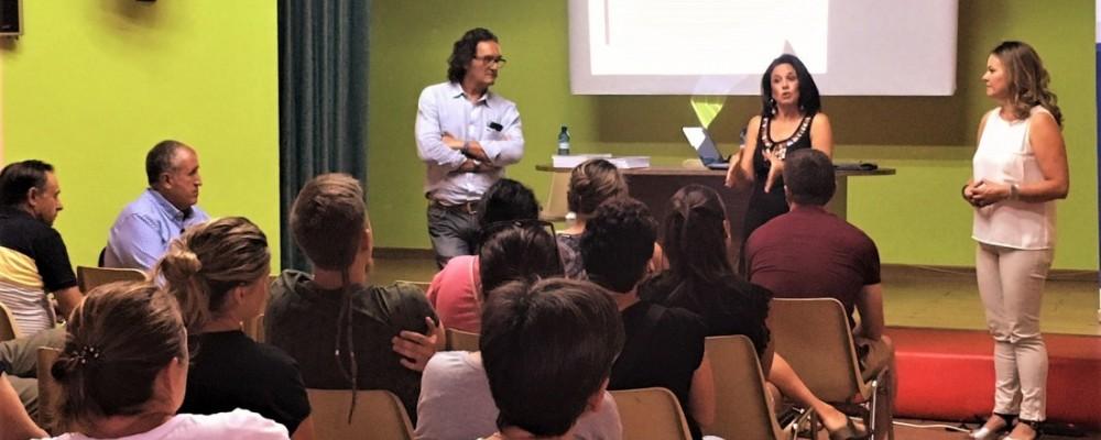 La Diputación de Ávila acerca a empresarios de Burgohondo ejemplos de buenas prácticas en comercios del medio rural