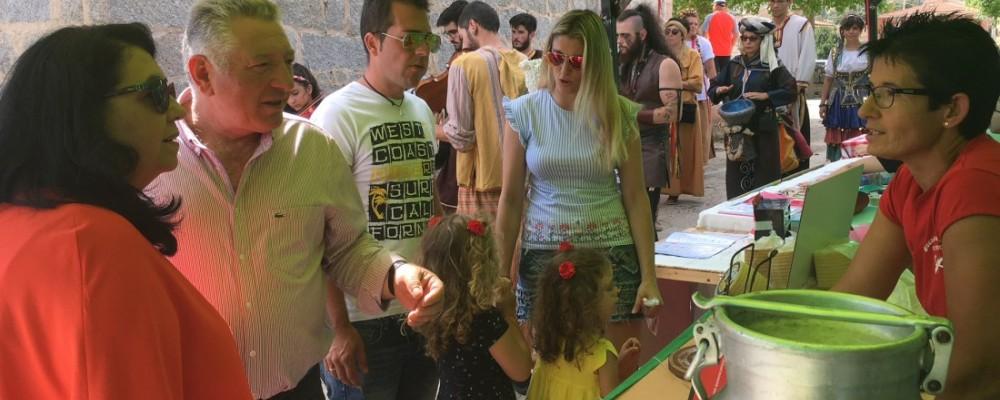 La presidenta en funciones de la Diputación alaba iniciativas que potencian el patrimonio arqueológico y agroalimentario abulense