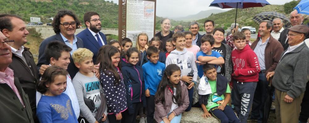 La Diputación recuerda a Emilio Rodríguez Almeida en el II Día de los Puentes con el descubrimiento de una señal en Puente Arco y dos exposiciones