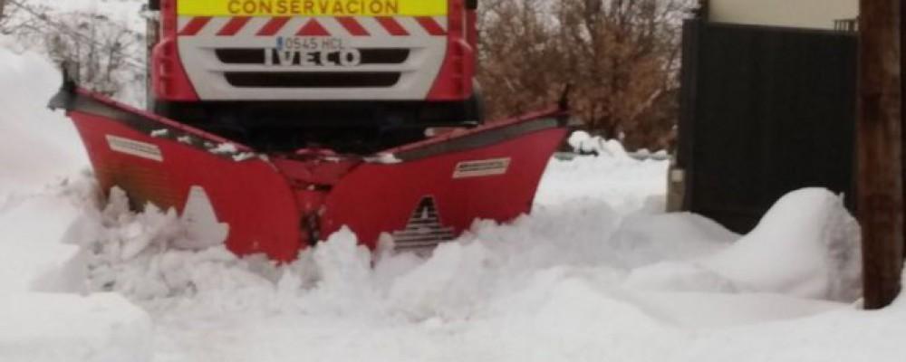 El operativo invernal de la Diputación de Ávila actúa para facilitar el acceso a más de 200 municipios por el temporal de nieve
