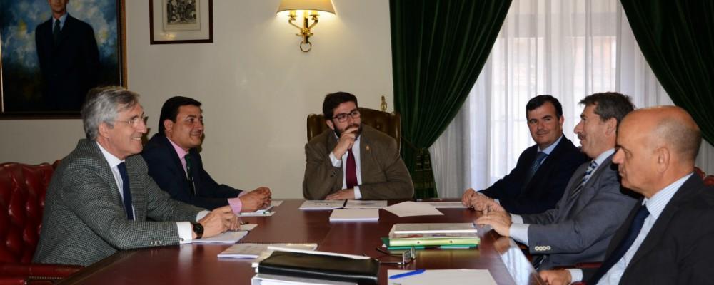 La Mesa de Diálogo Social acuerda la puesta en marcha de una Oficina de Captación de Inversiones y una plataforma para el comercio