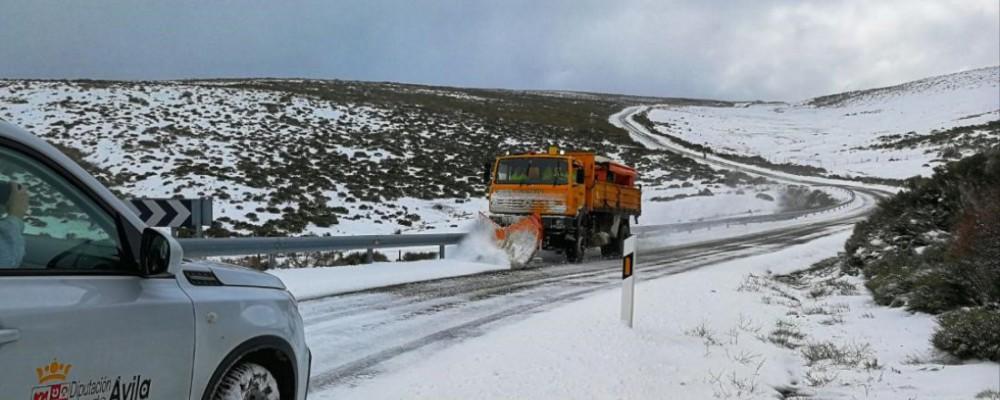 La Diputación de Ávila interviene en más de 90 carreteras que se han visto afectadas por la nieve en la provincia