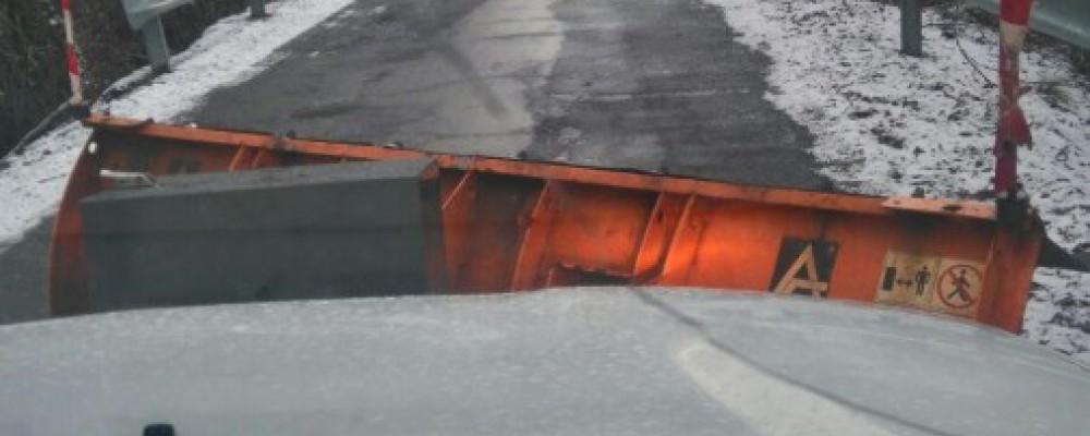 El dispositivo de vialidad de la Diputación de Ávila interviene en una treintena de carreteras afectadas por la nieve