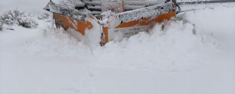 El dispositivo de vialidad invernal de la Diputación de Ávila interviene en más de 80 carreteras afectadas por la nieve