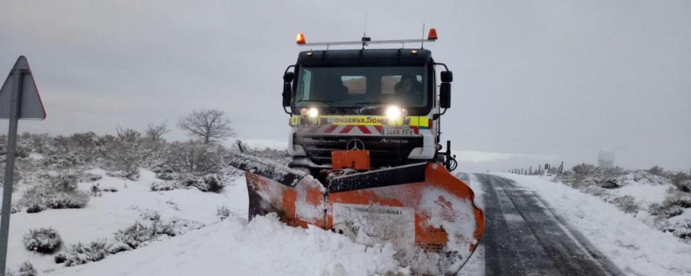 La Diputación de Ávila despeja cerca de 190 kilómetros de carreteras afectadas por nieve en la provincia