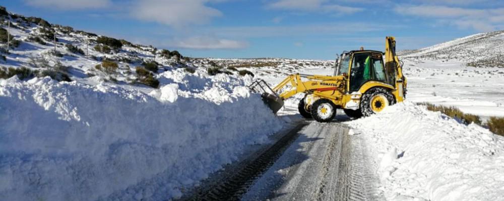 La Diputación actúa en más de 70 carreteras de la provincia, en la que quedan sin restricciones los puertos de El Tremedal y Chía