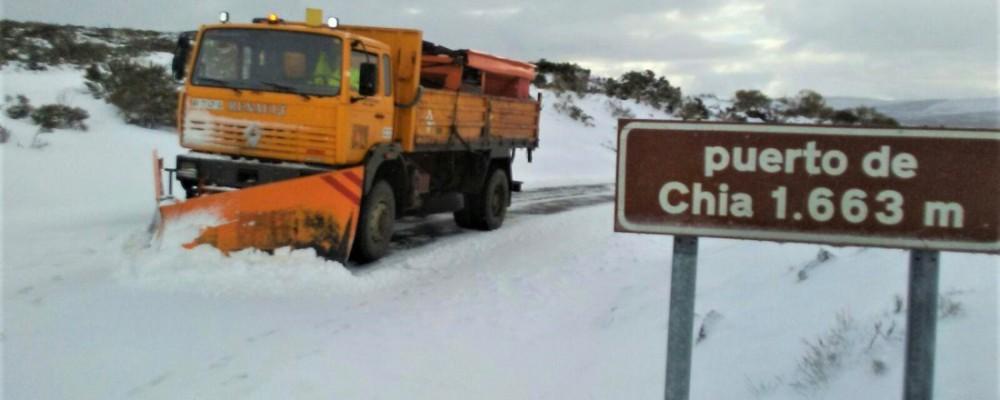El dispositivo de vialidad invernal de la Diputación de Ávila interviene en más de 40 carreteras por nieve