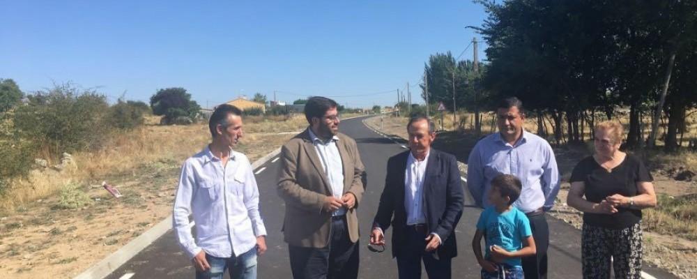 La Diputación de Ávila interviene en la carretera de acceso a Casasola para ampliarla y mejorar la seguridad vial