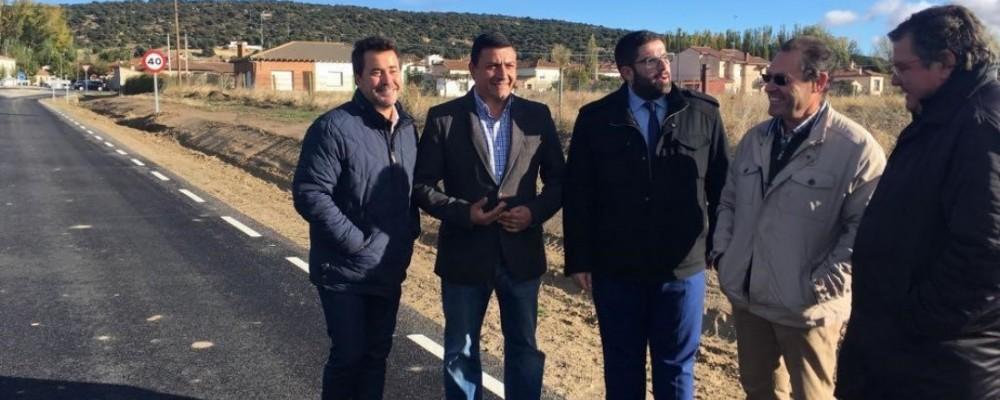 La Diputación de Ávila realiza obras de mejora en la carretera entre Muñogalindo y Salobralejo