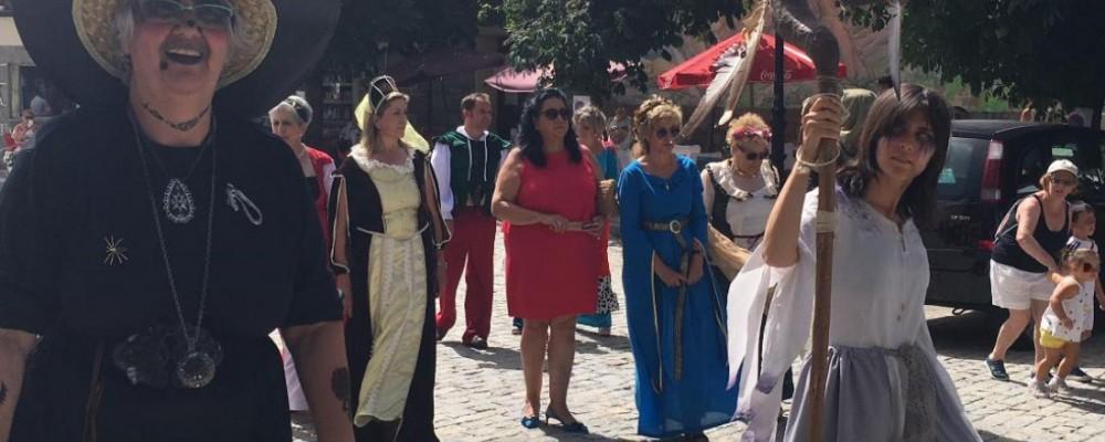 La presidenta en funciones de la Diputación de Ávila inaugura el VII Mercado Medieval de Peguerinos