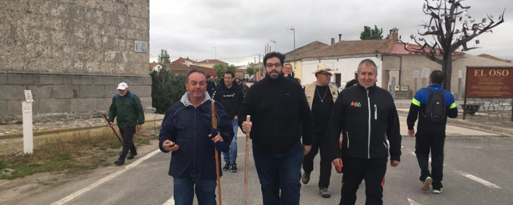 Sánchez Cabrera acompaña a un centenar de peregrinos en la segunda jornada teresiana de peregrinación y cultura