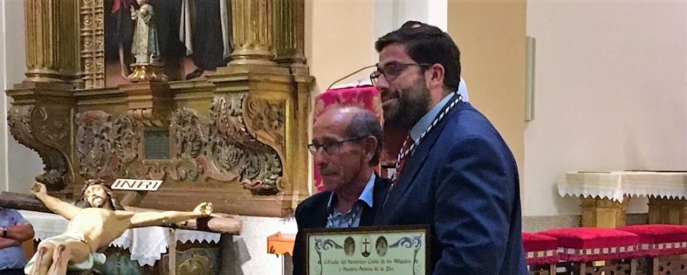 El presidente de la Diputación de Ávila, nombrado Hermano Honorífico de la Cofradía del Santísimo Cristo de los Afligidos