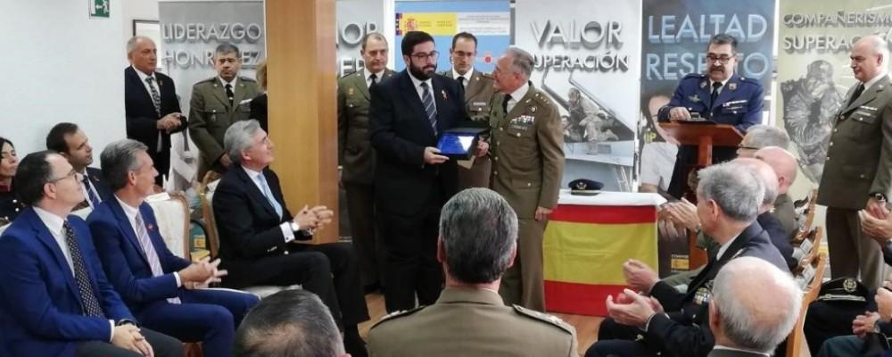 El presidente de la Diputación de Ávila, galardonado con la distinción 'Leal a las Fuerzas Armadas' de la Subdelegación de Defensa