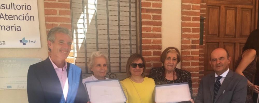 Santo Domingo de las Posadas homenajea a sus vecinos Clara Jiménez, miembro de la IGDA, y el dulzainero Aureliano Muñoz
