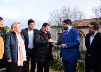 La Diputación de Ávila entrega las llaves de una vivienda en el complejo Naturávila para su uso por pacientes oncológicos y sus familiares (2º Fotografía)