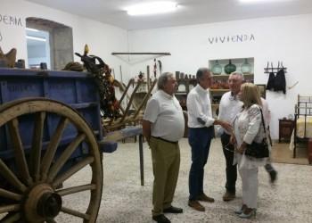 El presidente en funciones de la Diputación de Ávila asiste a la inauguración del Museo Etnográfico 'Stanley Brandes' en Becedas (3º Fotografía)