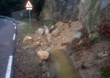 El dispositivo de vialidad invernal de la Diputación de Ávila actúa en una treintena de carreteras de la provincia afectadas por nieve (2º Fotografía)