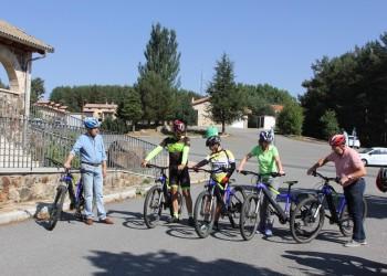 Empresarios y asociaciones conocen el proyecto Moveletur en la primera jornada del tour eléctrico en la provincia de Ávila (3º Fotografía)