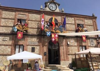 La presidenta en funciones de la Diputación de Ávila inaugura el VII Mercado Medieval de Peguerinos (2º Fotografía)