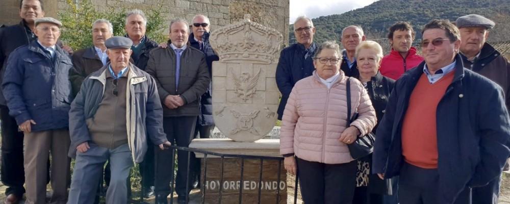 Hoyorredondo estrena escudo gracias a la Institución Gran Duque de Alba