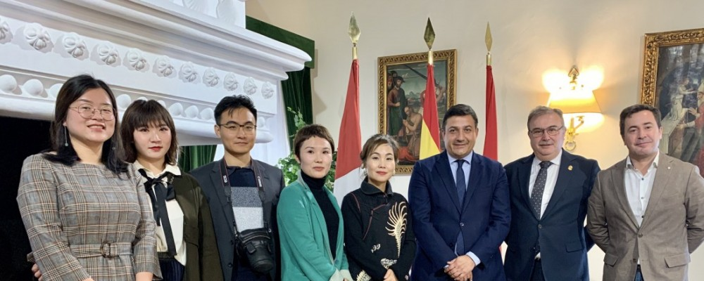 El presidente recibe a una compañía de Shanghái interesada en los productos agroalimentarios de Ávila