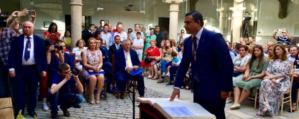 Carlos García asume la Presidencia de la Diputación con