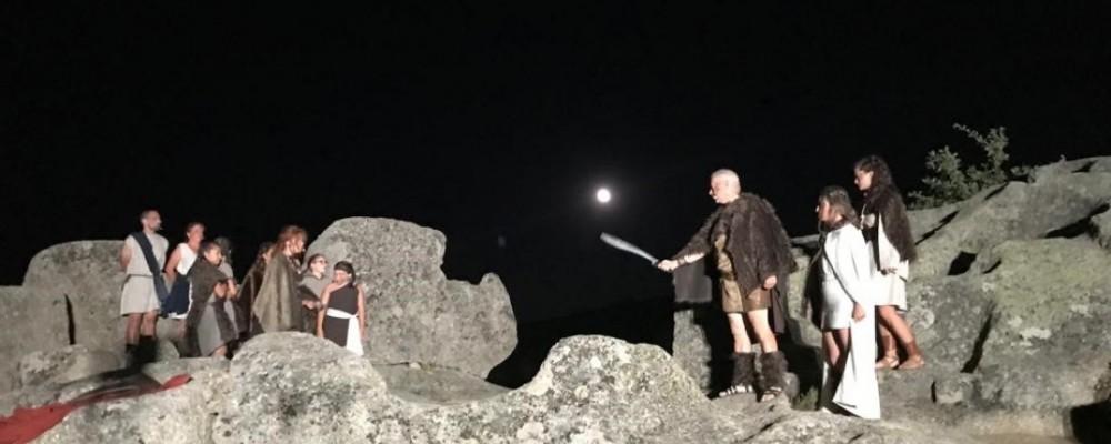 Multitudinaria subida al Castro de Ulaca para comenzar la XV Luna Celta en Solosancho