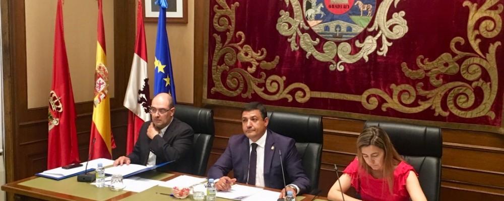 El Pleno de la Diputación insta a la Junta a dotar de más medios a las tareas de prevención de incendios