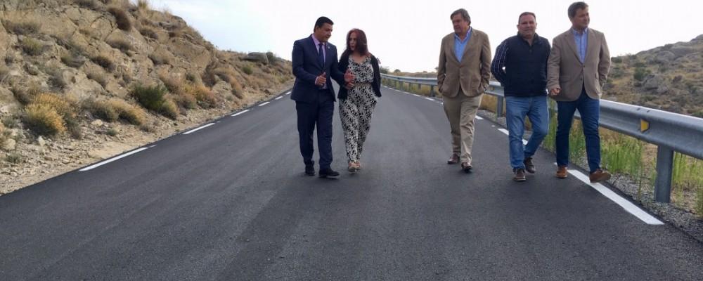 El presidente inaugura las obras de mejora de la AV-P-406 en Riofrío