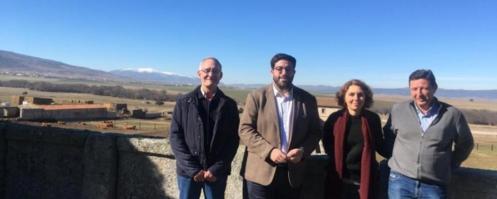 El presidente de la Diputación pone como ejemplo de desarrollo sostenible la ganadería ecológica De la Serna y su inclusión en Ávila Auténtica