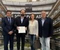Foto de La Diputación de Ávila, en nombre de EnerAgen, entrega a Onyx Solar el Premio a la Mejor Actuación en Materia de Energías Renovables