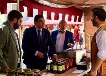 Productos de quince empresas adheridas a 'Ávila Auténtica' se dan cita en las Jornadas Medievales de la capital (2º Fotografía)