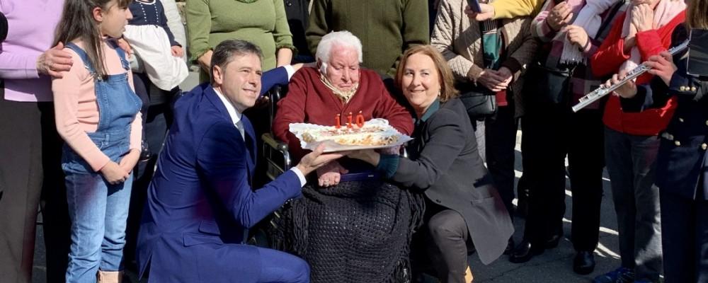 María Varas, vecina de Navaluenga, celebra su 110 cumpleaños con el homenaje de sus vecinos y las instituciones abulenses