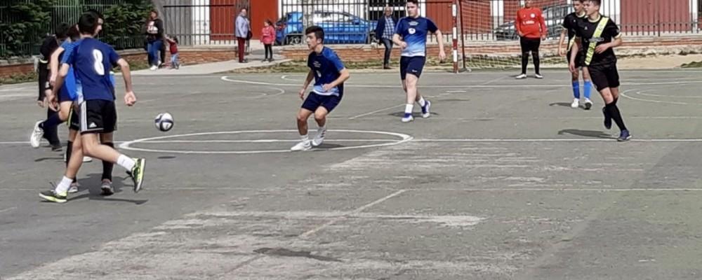 Voleibol y fútbol sala hacen parada en Navaluenga