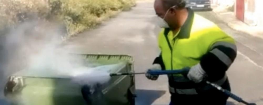La Diputación pone en marcha un programa de desinfección exhaustiva de contenedores de basura