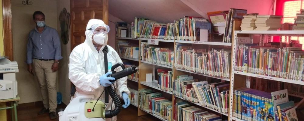Medios de la Diputación se despliegan en Candeleda para higienizar espacios frente al brote de la COVID-19