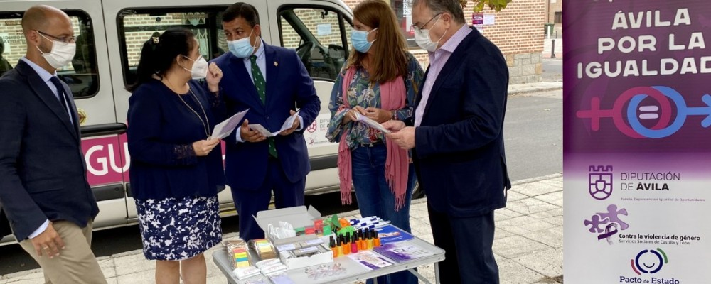 Un microbús lleva desde hoy la campaña 'Diputación por la Igualdad' a 34 municipios de la provincia