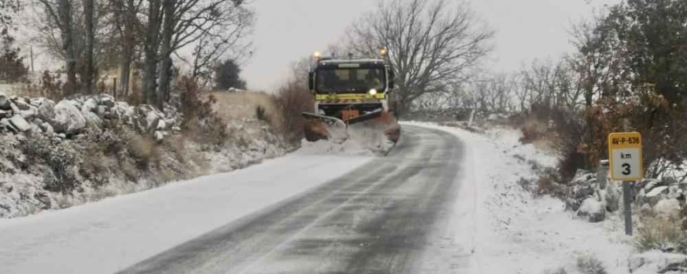 Todo el dispositivo provincial de vialidad invernal, activado ante la primera aparición de la nieve