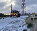 Foto de El viento, que dificulta la retirada de la escasa nieve, y el hielo condicionan el estado de la red viaria provincial