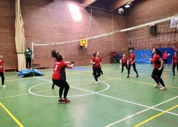 Voleibol y fútbol sala arrancan en Las Navas del Marqués con 150 escolares de toda la provincia (2º Fotografía)