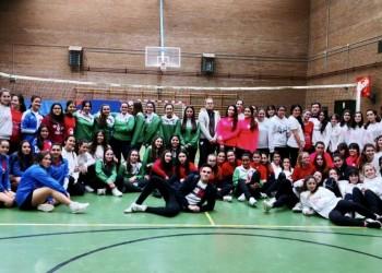 Voleibol y fútbol sala arrancan en Las Navas del Marqués con 150 escolares de toda la provincia (4º Fotografía)