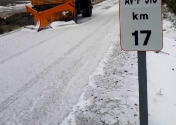 Más medios para despejar de nieve las carreteras de la red provincial de Ávila en una dura jornada (2º Fotografía)