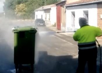 La Diputación pone en marcha un programa de desinfección exhaustiva de contenedores de basura (2º Fotografía)