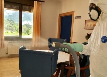 La Diputación pone en marcha un programa de desinfección exhaustiva de contenedores de basura (3º Fotografía)