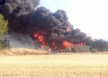 El incendio en una nave con materiales inflamables obliga a evacuar San Pedro del Arroyo (2º Fotografía)