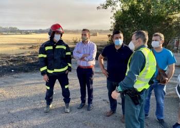 """El presidente agradece el trabajo """"de profesionales y voluntarios"""" en la extinción del incendio de San Pedro del Arroyo (2º Fotografía)"""